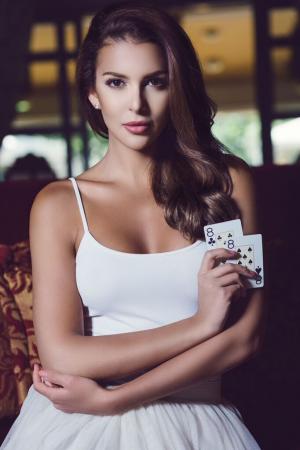 Miss Suomi Sara Chafak nähdään tänäkin vuonna Kings of Tallinn pelipöydissä